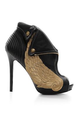 Musings on Heels 2: Ambiguity, transgression andrepresentation